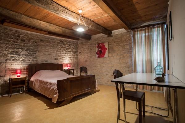les amourens g te l 39 oustal. Black Bedroom Furniture Sets. Home Design Ideas